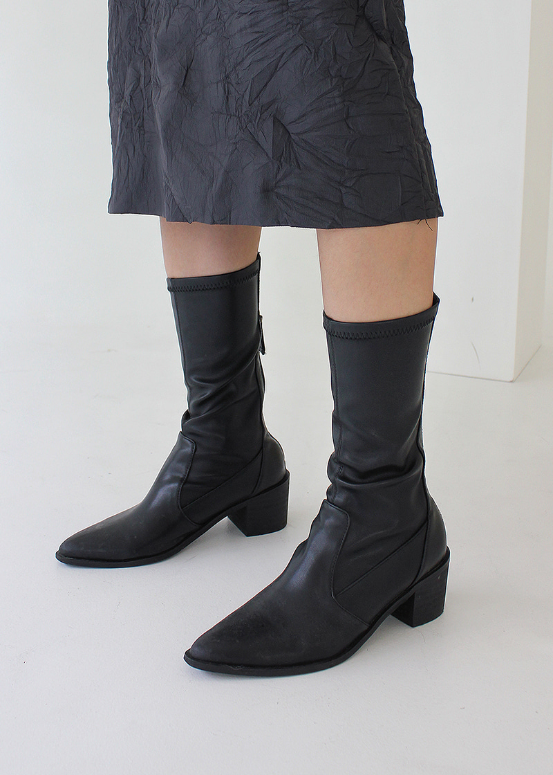 pointed span socks boots