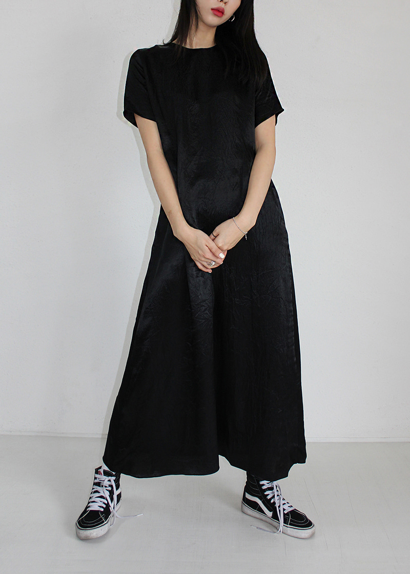 crumpled silk maxi ops (black)